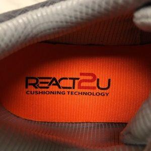 Saucony Shoes   Nwb React2u Memory Foam